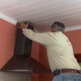 Кухонная вытяжка с выводом в вентиляцию: пошаговая инструкция по установке своими руками