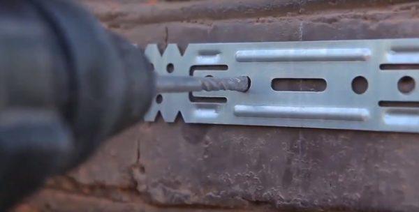 Крепление металлических подвесов