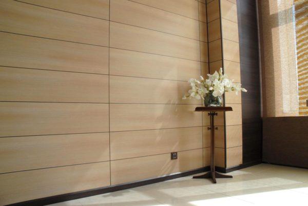 Отделка стен панелями МДФ отличается экологичностью, надежностью и красотой