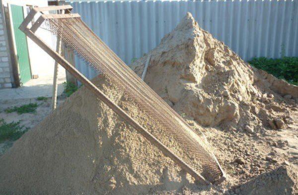 Песок рекомендуется просеять