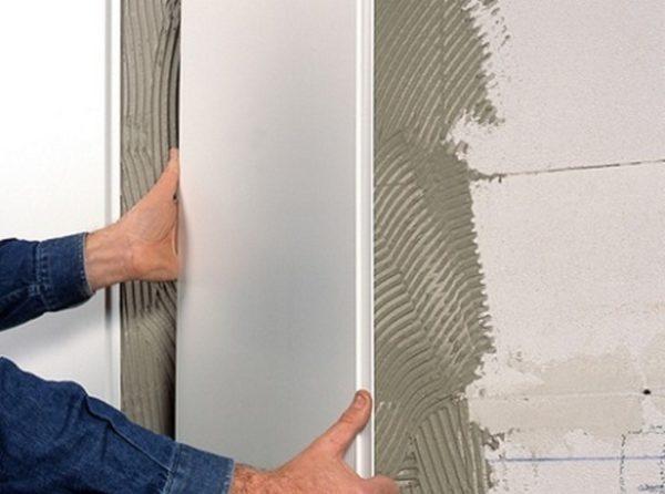 Поклейка панелей на плиточный клей