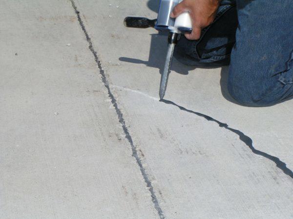 Ремонт бетонной стяжки – заделка трещин