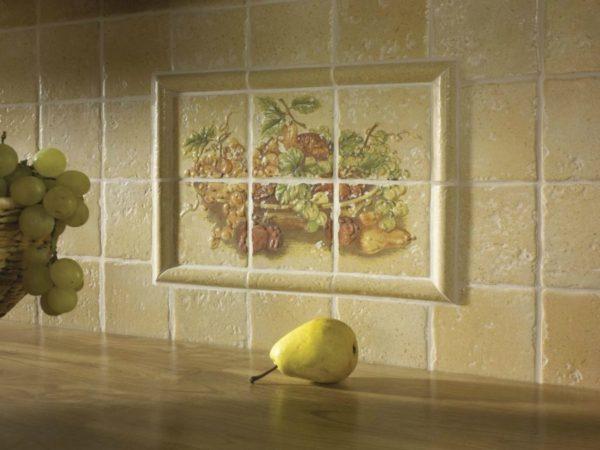 Украсить стены можно, выполнив мозаичное панно для кухни из плитки