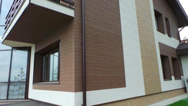 Фасады из фиброцементных панелей могут имитировать поверхность дерева, камня, мрамора или кирпича