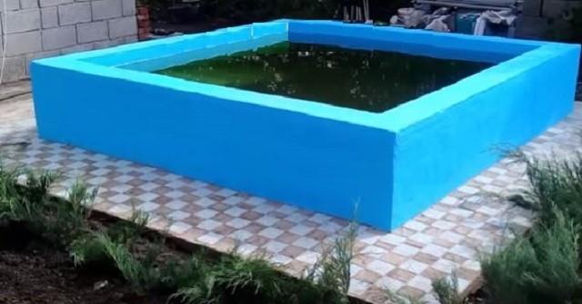 Небольшой бассейн, построенный на участке силами хозяев