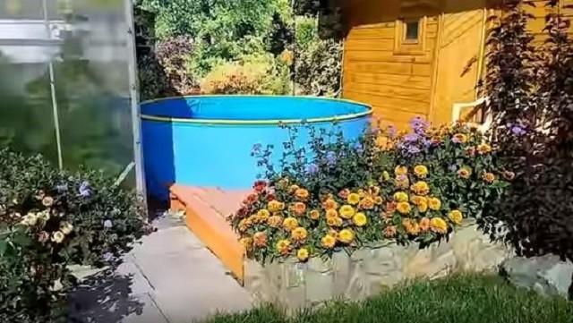 Каркасный бассейн «ГарденПласт» диаметром 2500 и высотой в 80 мм, установленный стационарно, то есть его не демонтируют на зимний период.