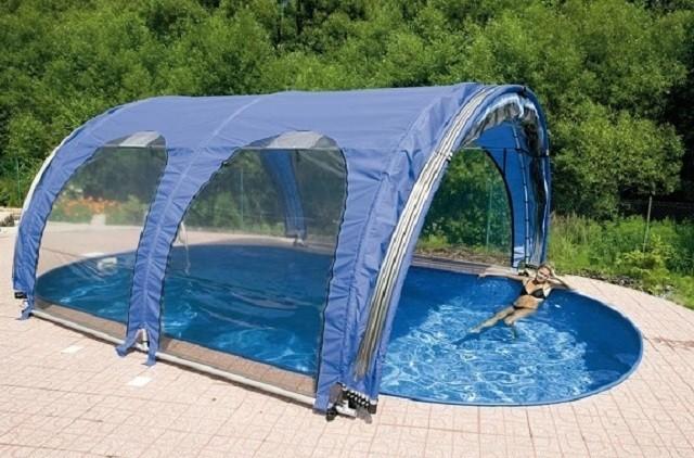Некоторые производители предлагают складывающиеся павильоны, специально предназначенные для покрытия бассейнов. Из представленного ассортимента можно выбрать подходящий вариант для конкретного размера водоема. Или даже разместить персональный заказ