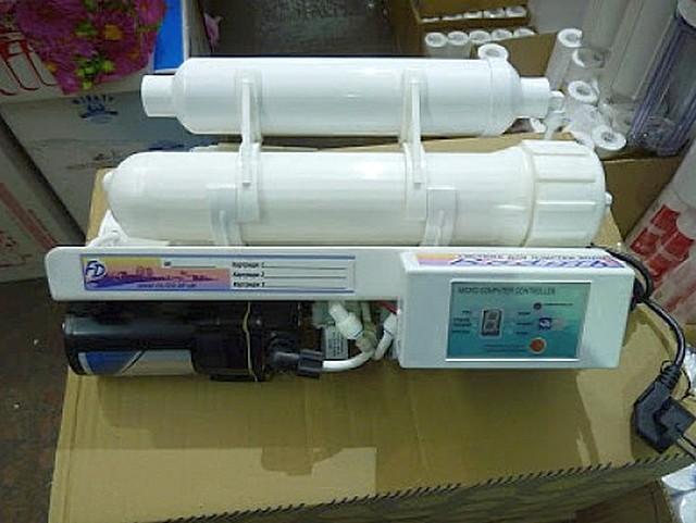 Модуль обратного осмоса с собственным строенным насосом, контроллером и минерализатором.