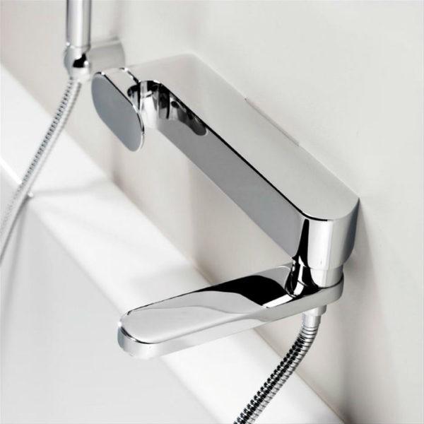 Настенный смеситель с душем (короткий излив)