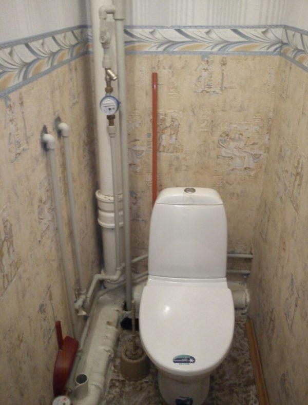 Коммуникации в туалете – стояк, трубы, счётчики и вентили