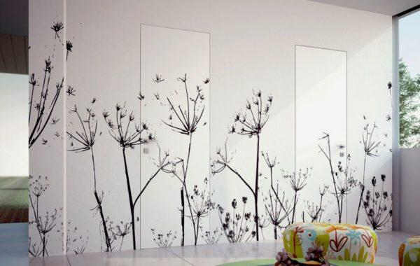 Оформление двери можно менять в соответствии с отделкой стен
