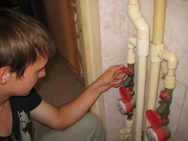 Перекрываем воду в квартире
