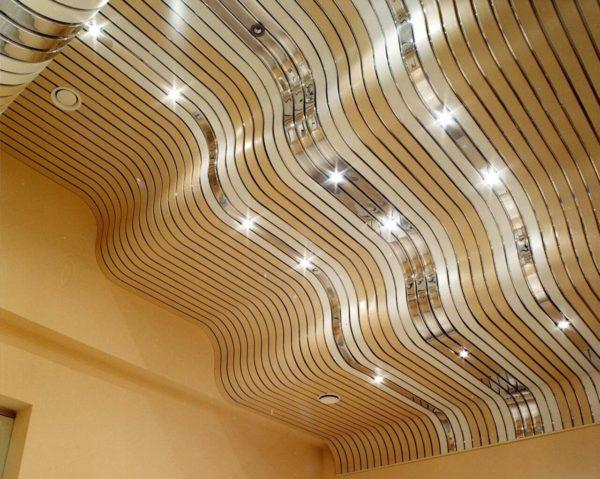 Реечный потолок сложной геометрической формы