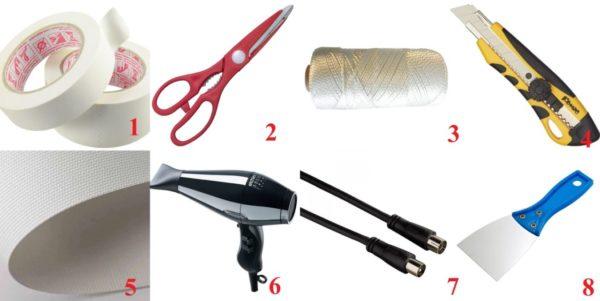 Из инструментов понадобятся:1-малярный скотч, 2- ножницы, 3- капроновая нить, 4- нож, 5- фрагмент тканевого полотна, 6- фен, 7- фрагмент телевизионной антенны, 8 – пластиковый шпатель