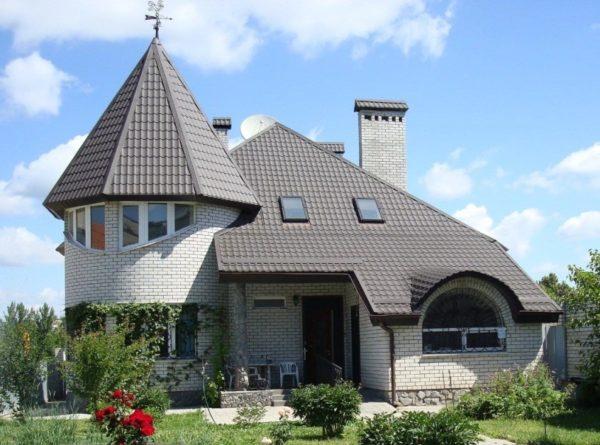 Пирамида и сферические элементы крыш