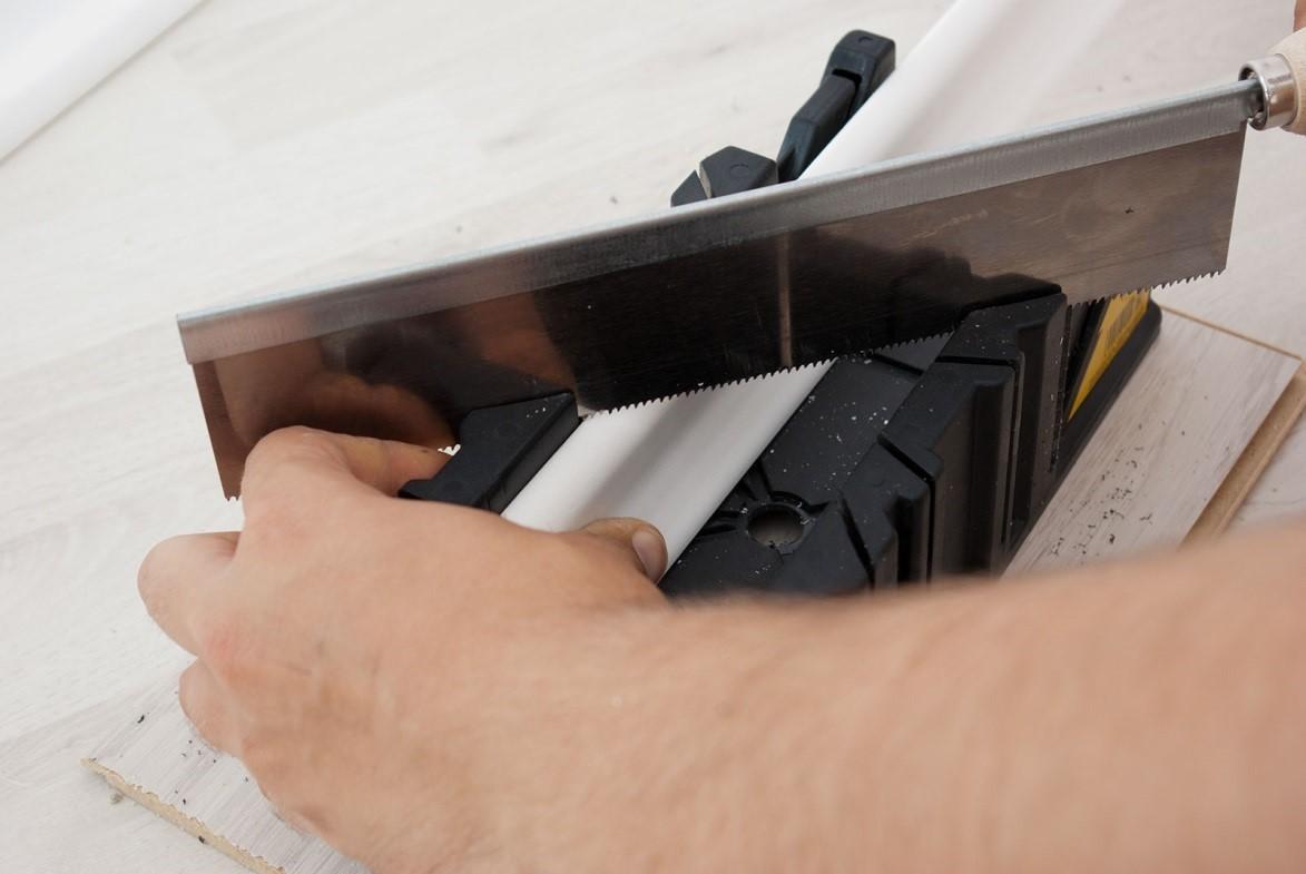 как правильно зарезать электрокороб