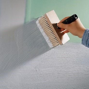 При грунтовании гипсокартона, в состав можно добавить немного белой водоэмульсионной краски