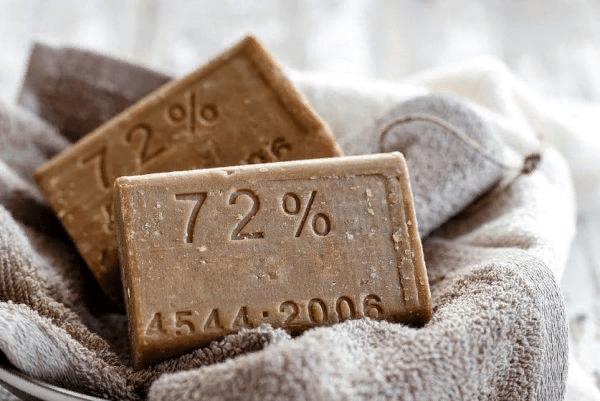 Потребуется взять хозяйственное мыло не менее 70%