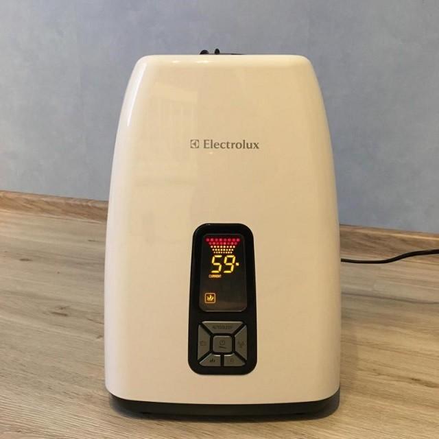«Electrolux EHU-5515D» имеет элегантный дизайн, благодаря чему он будет отлично смотреться в любом интерьере.