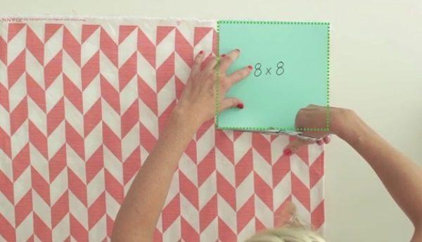 Вырезаем квадраты по углам ткани