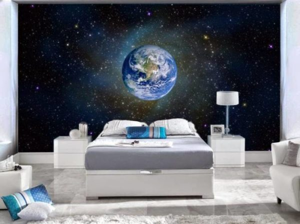 Эффектно выглядят в спальне фотообои космической тематики