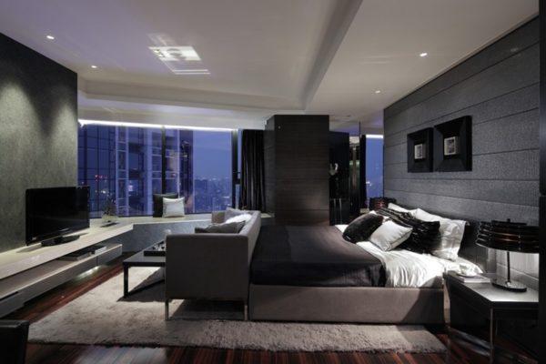Светлый коврик на полу контрастирует с темной мебелью и отделкой стен