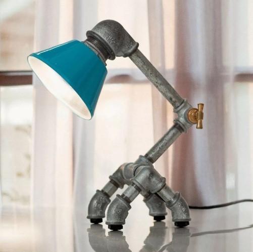 Настольная лампа из соединительной трубной фурнитуры