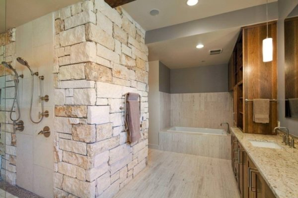 Камень можно применить и в ванной комнате