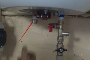 Шаг 19 – подводка трубы горячей воды