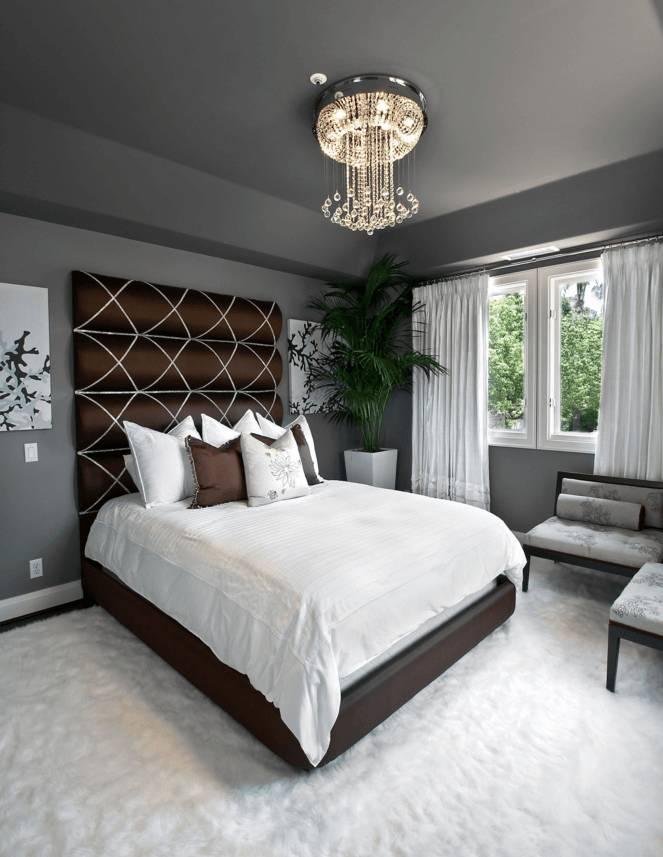 Темно-серый потолок удачно контрастирует с белым покрытием на полу