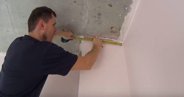 Для подгонки багетов нужно тщательно измерить все выступы стен