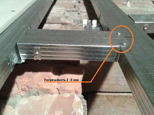 Подобный монтаж приводит к искривлению поверхности