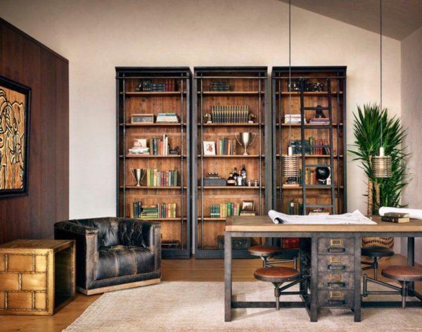 Кожа с эффектом потёртости и патинированная мебель идеально подходят для лофт-кабинета