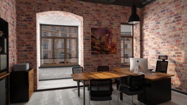 Мебель с красивой фактурой дерева на фоне оголённой кладки