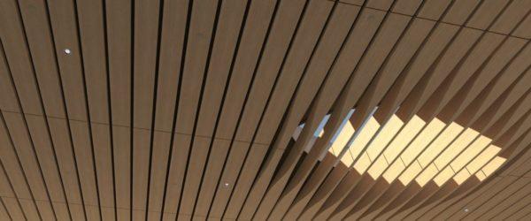 Дизайнерский реечный потолок открытого типа