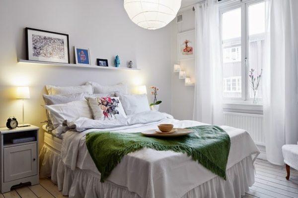 Даже в небольшой спальне может быть несколько приборов освещения