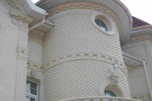 Гранитные поверхности на крыльце дома