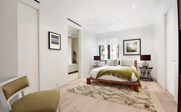 Мебели не должно быть много, предпочтение отдается компактным и легким изделиям