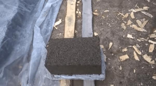 Сушка изделий производится на дощатом настиле под пленкой