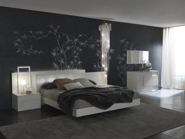 Светлая мебель выгодно смотрится на фоне темных стен