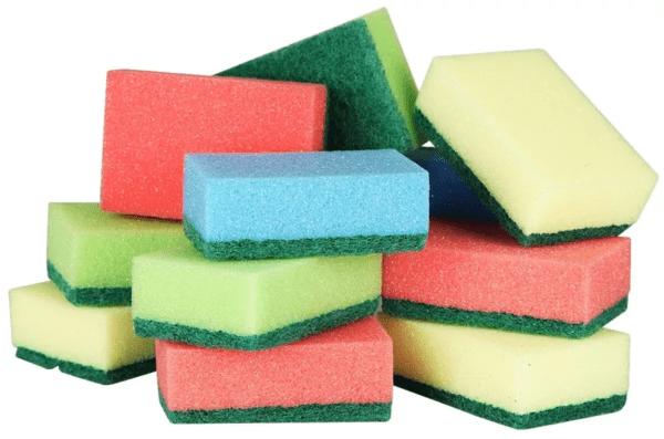 Для мытья жалюзи разрешается использовать только мягкую сторону губки