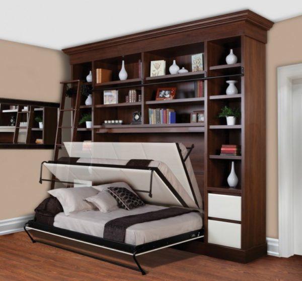 Кровать может прятаться в шкаф