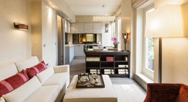 Зонирование помещения выполнено с помощью мебели