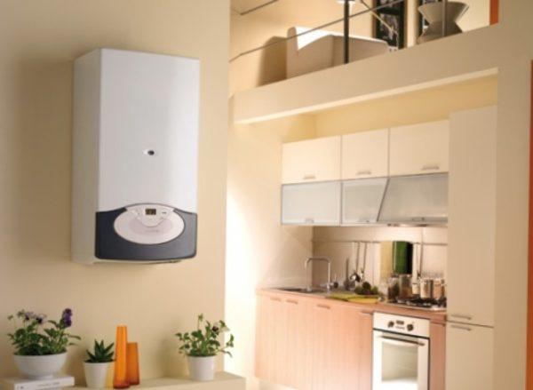 Закрепляем водонагреватель на стене