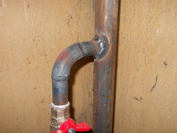 Отводы, приваренные к стальному стояку