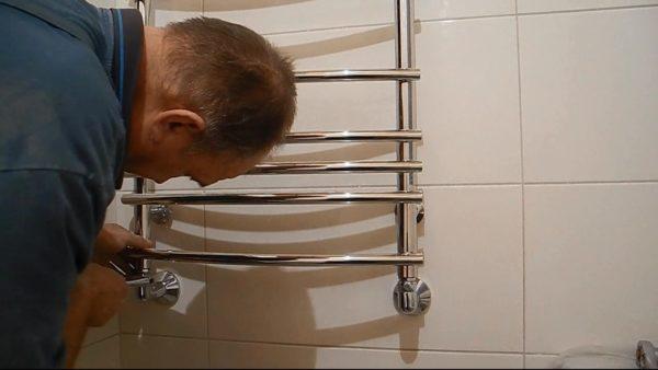 Откручивание полотенцесушителя