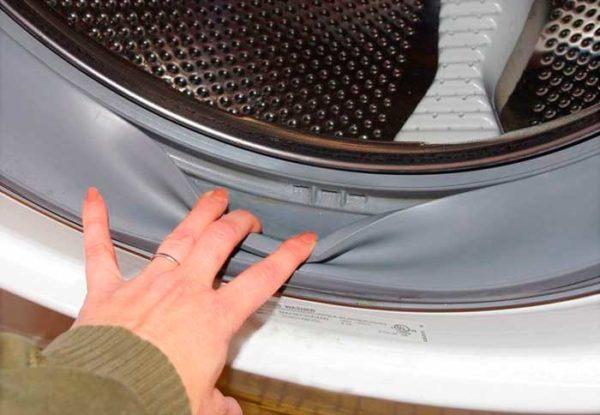Снять резинку с барабана люка стиральной машинки сможет каждый человек – это просто