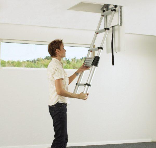 Телескопическая лестница на чердак удобный, но не самый надежный механизм