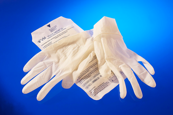 Заплатку можно вырезать из резиновых перчаток