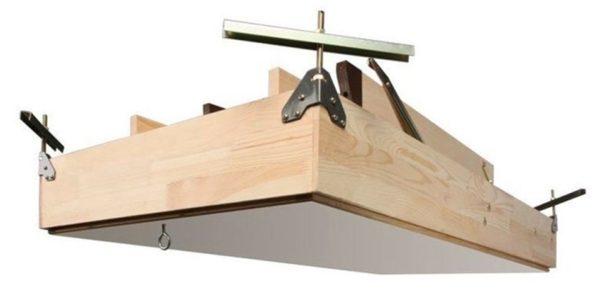 Конструкция люка с лестницей целиком в сложенном виде